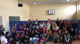 voluntarios-ninos-y-profesionales-en-la-escuela-de-navidad-2016-ana