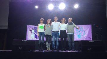 Los cuatro monologuistas junto a Amaya Áriz