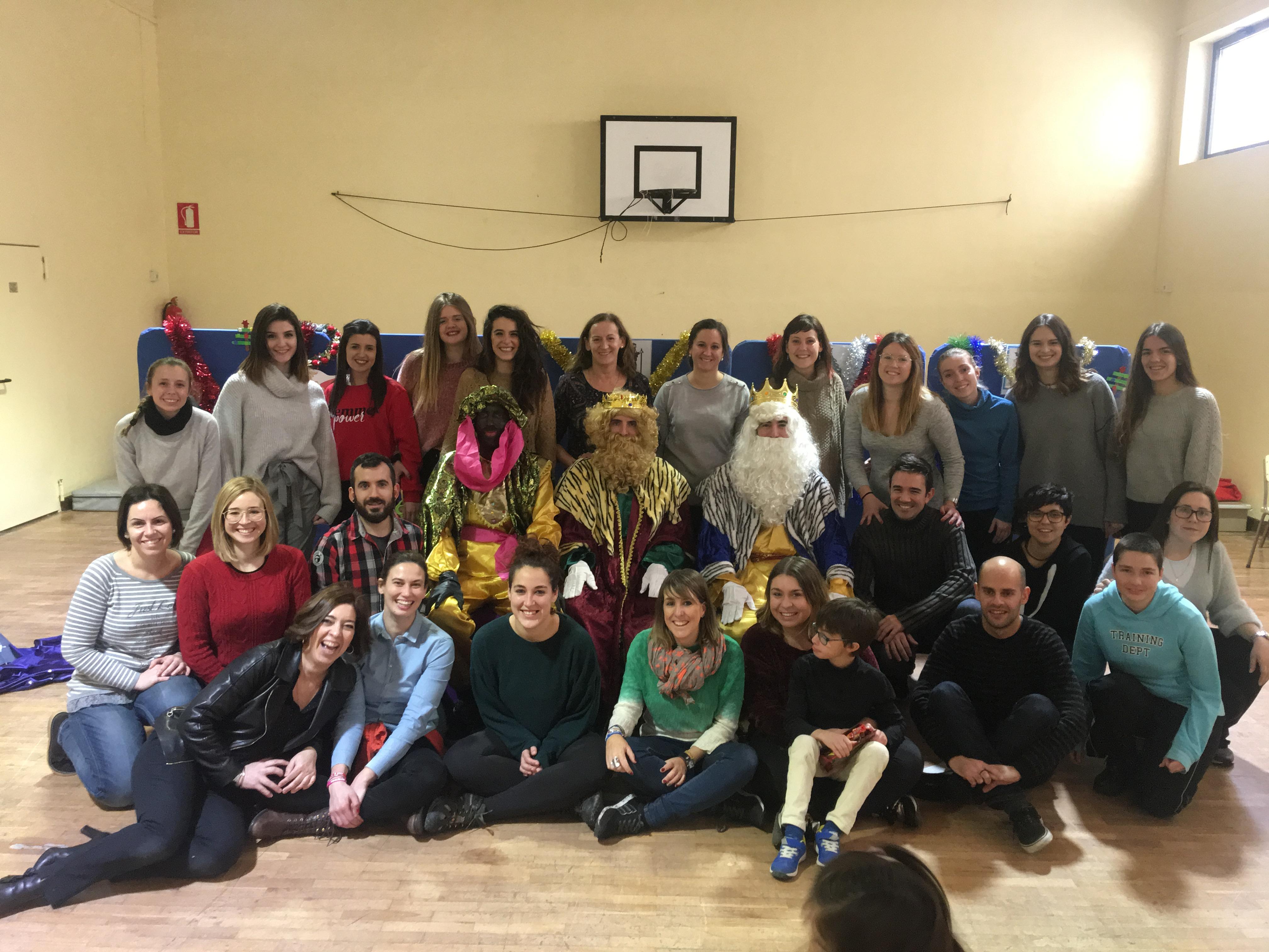 Profesionales de Escuela de Navidad ANA con Reyes Magos